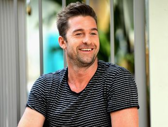 Scott Speedman en un evento de Animal Kingdome