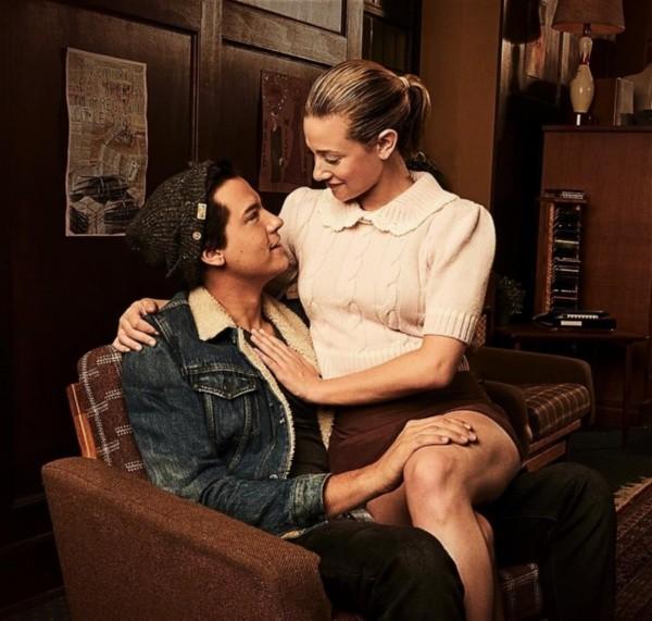 Cole Sprouse y Lili Reinhart en Riverdale. Foto: (The CW)