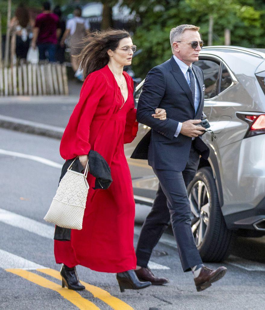 Daniel Craig y Rachel Weisz. Foto: (Backgrid)